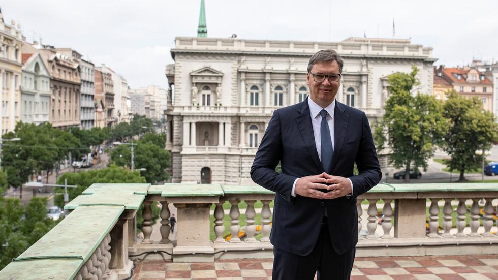 """РТ: """"Без беле заставе"""": Србија ће одржавати баланс односа са Западом, Русијом и Кином, каже србски председник Вучић"""