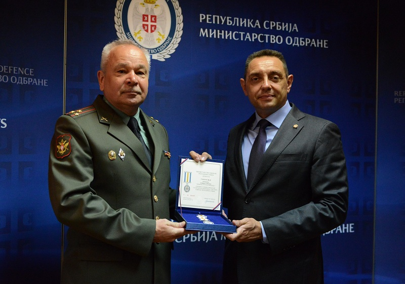 Вулин уручио Војну спомен-медаљу изасланику одбране Руске Федерације пуковнику Собакину