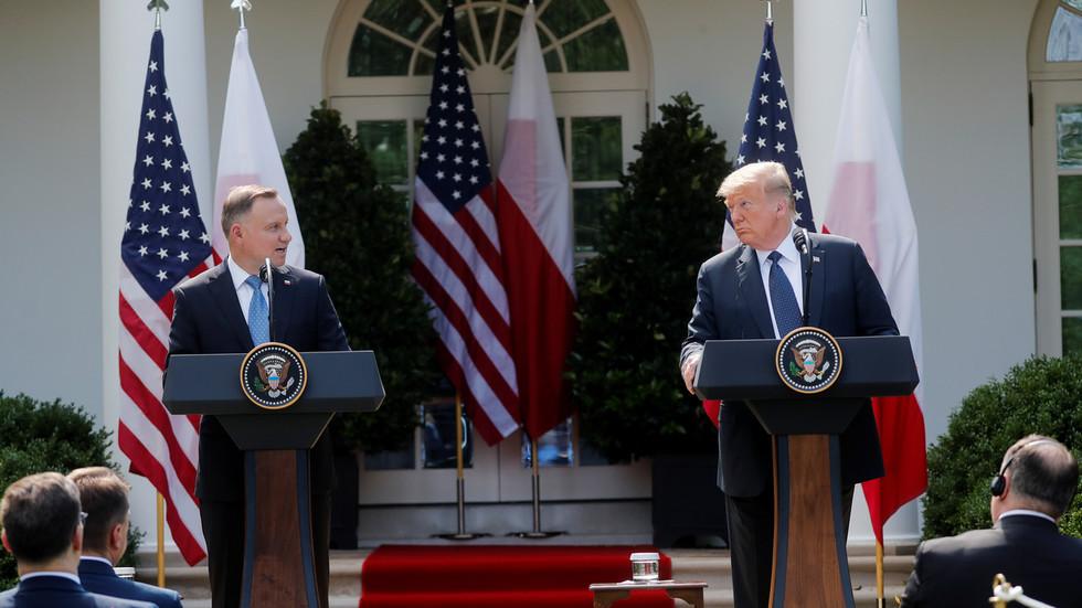 """РТ: Трaмп каже да ће САД """"вероватно"""" пребацити део војске из Немачке у Пољску као """"сигнал"""" Русији"""