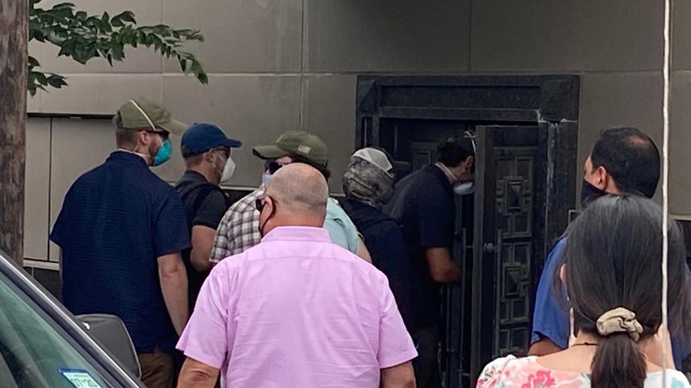 РТ: Америчке службе провалиле у затворени кинески конзулат у Хјустону убрзо након што је протерано особље