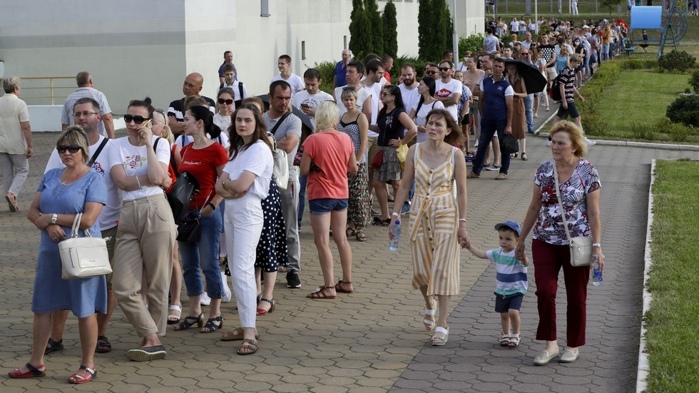 РТ: Према анкетама рекордна излазност на изборима у Белорусији, Лукашенко убедљиво води