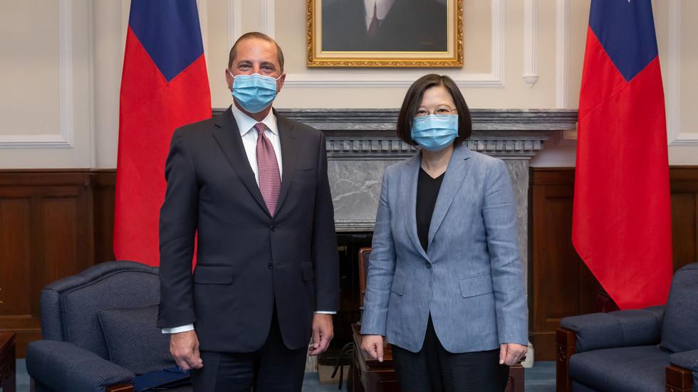 """РТ: """"Они који се играју ватром изгореће"""": Пекинг упозорава Вашингтон након посете америчког министра здравља Тајвану"""