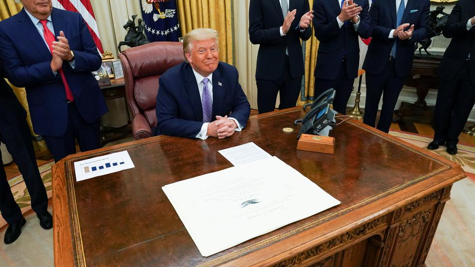 """РТ: Трамп каже да ће """"историјски"""" споразум између Израела и УАЕ-а о дипломатским везама """"обуставити"""" израелску анексију палестинске земље"""
