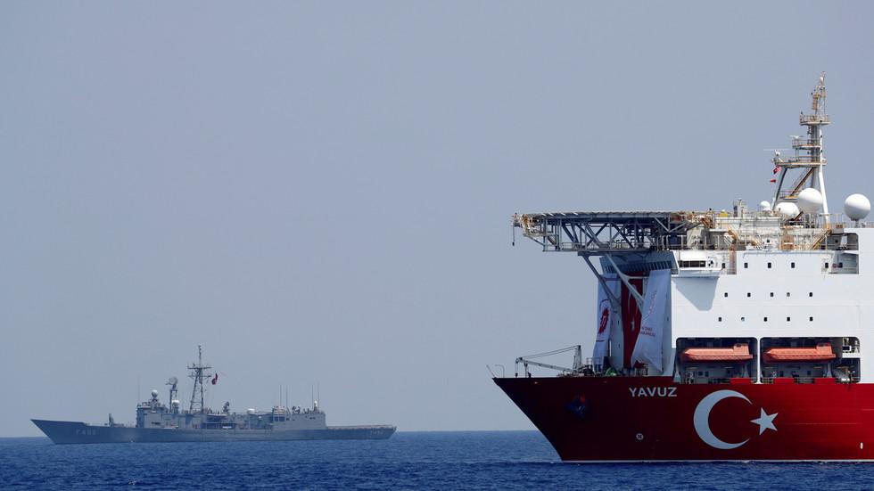 """РТ: Грчка ће разговарати с Турском, али не под """"војним притиском"""", наводи Атина, док обостране војне вежбе почињу у источном Медитерану"""