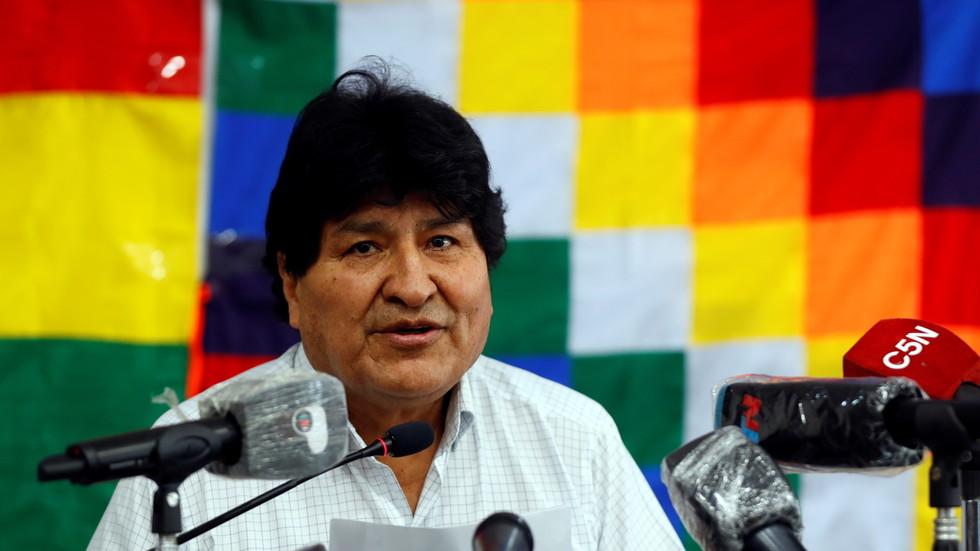 """РТ: Прогнани боливијски председник Моралес обећао да ће се вратити у земљу """"пре или касније"""" након победе социјалиста на изборима"""