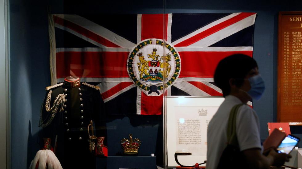 """РТ: Кина позвала Велику Британију да """"одмах исправи грешке"""" након понуде виза за готово три милиона становника Хонг Конга"""