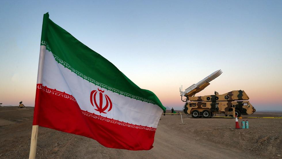 """РТ: Иран запретио САД-у """"разарајућим"""" одговором након тврдњи да је Трамп разматрао напад на нуклеарна постројења"""