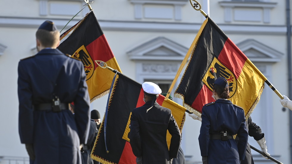"""РТ: Европа не би требало да ствара """"илузију"""" да се може заштитити без САД-а - немачки министар одбране"""