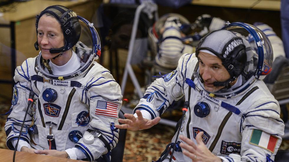 """РТ: Након вишегодишњег ослањања на """"Роскомос"""" како би послао своје космонауте у космос, Вашингтон сада планира да му уведе санкције"""