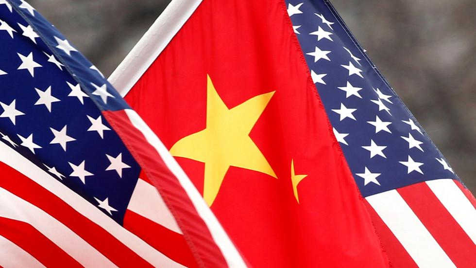 """РТ: Пекинг припрема """"чврсте противмере"""" након америчких санкција кинеским званичницима због Хонг Конга"""
