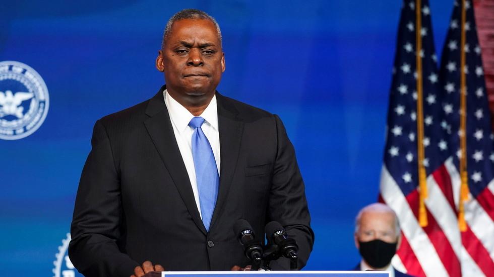 """""""Први министар одбране црнaц у последњих 200 година"""": Бaјден именовао пензионисаног генерала Лојда Остина за шефа Пентагона"""