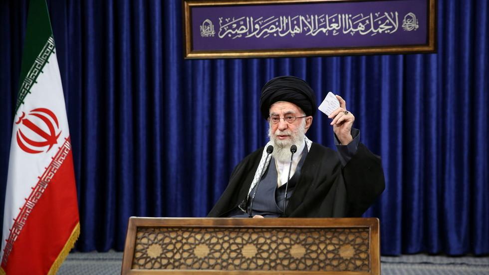 РТ: Желите да се Иран врати обавезама нуклеарног споразума? Укините све санкције, поручује Хамнеј САД-у