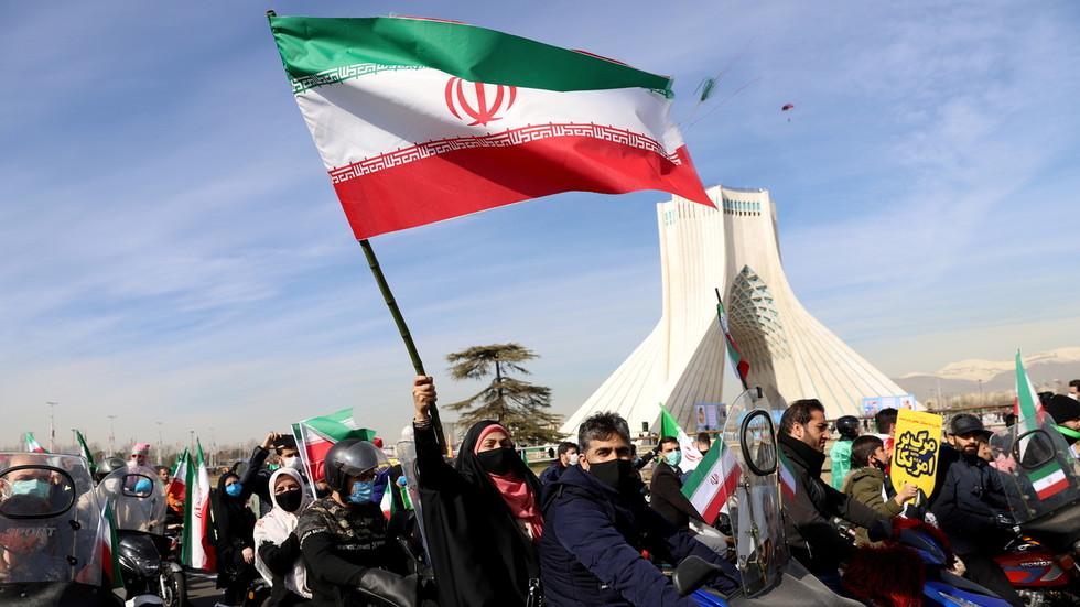 """РТ: Зариф упозорио Бајдена да се """"прозор за сарадњу брзо затвара"""", док Техеран прети да ће одступити још даље од нуклеарног споразума"""
