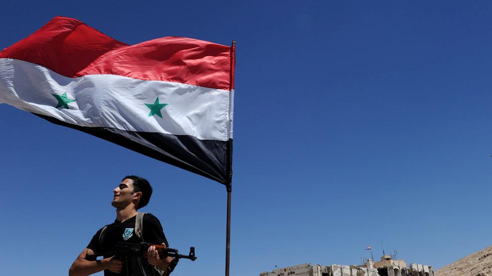 """РТ: Сирија осуђује """"кукавичку агресију"""" САД-а, док Бајден каже да је желео послати Ирану поруку о """"некажњивости"""""""