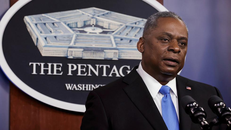 """RT: SAD će udariti """"u vreme i na mesto koje sami odaberemo"""" nakon raketnih napada na baze u Iraku, kaže ministar odbrane SAD-a Lojd Ostin"""