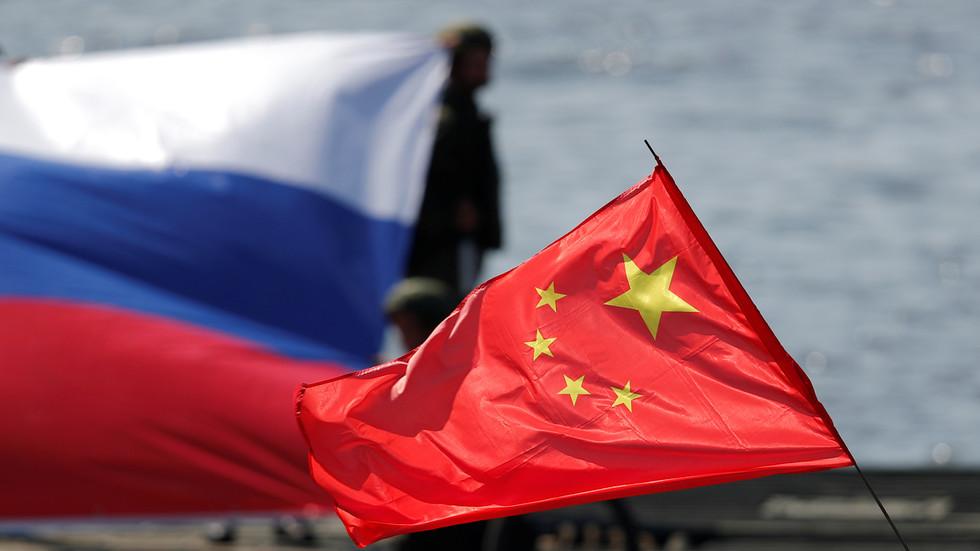 РТ: Ванг Ји позвао Лаврова у Пекинг након разговора са САД-ом, док притисак Вашингтона покреће ближе везе две земље