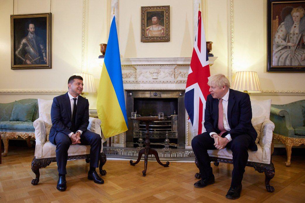 """Џондсон и Зеленски разговарали о """"дестабилизирајућим руским војним активностима на граници са Украјином"""""""