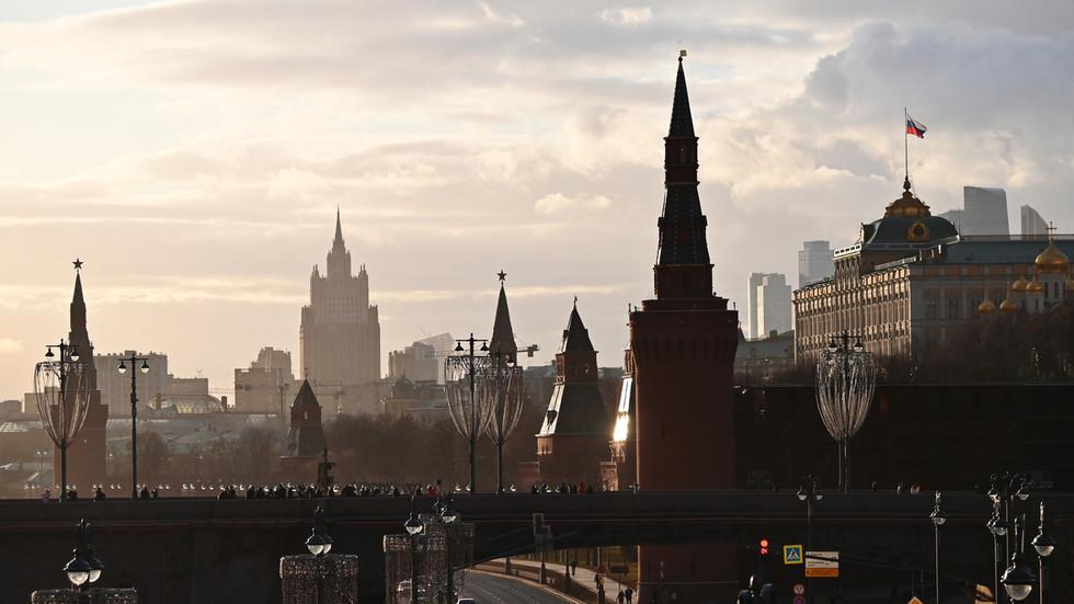 РТ: Москва одржала хитне разговоре са САД због сукоба у Донбасу, док Украјина наводи да ће вежбе НАТО-а обучити војску за рат са Русијом