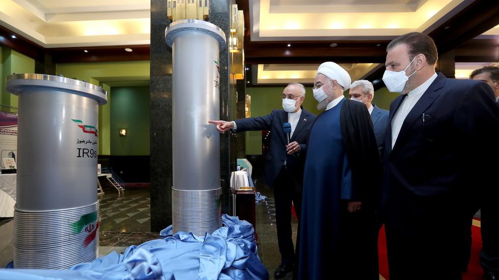 """РТ. """"Одговор на ваше зло"""": Рохани обећава да ће """"пресећи обе руке"""" иранским непријатељима планом за обогаћивање уранијума од 60%"""