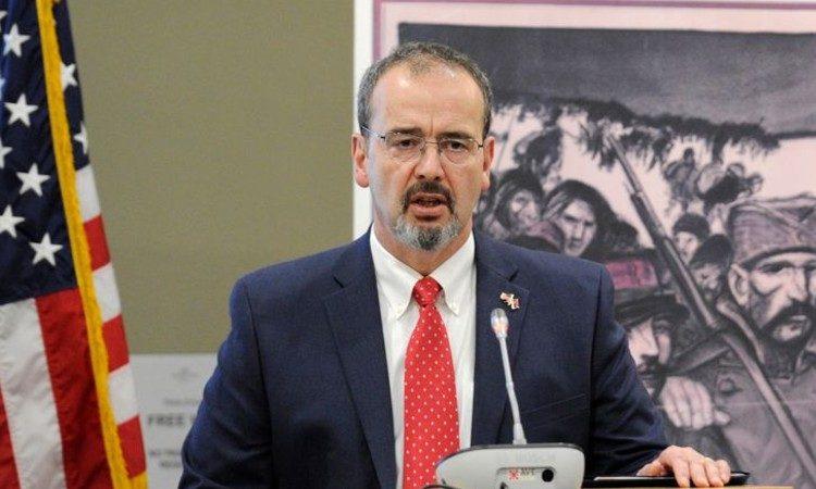 Амерички амбасадор: Малигни утицај често куца Србији на врата