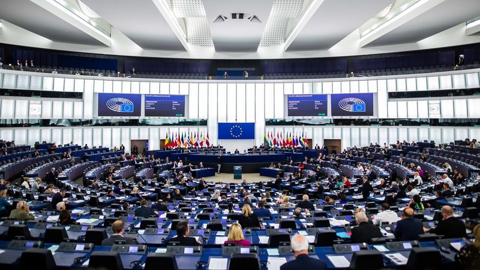 РТ: У извештају Парламента ЕУ се наводи да је промена режима потребна у Русији, те се препоручује покретање пропагандног ТВ канал да се у томе помогне