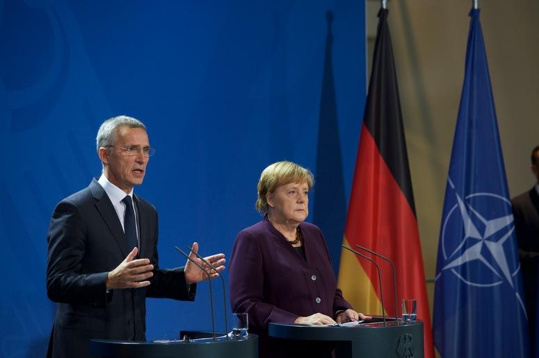 Меркелова: Русија посматра НАТО као противника
