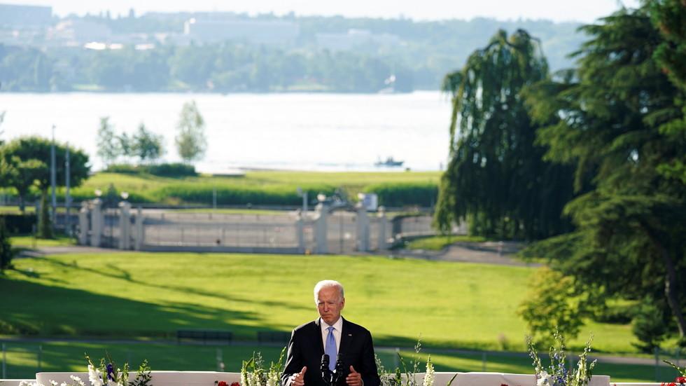 """РТ: """"Урадио сам оно због чега сам дошао"""": Бајден похвалио сусрет у Женеви са Путином"""
