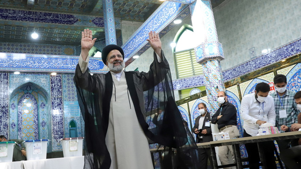 Конзервативац Ебрахим Раиси нови председник Ирана