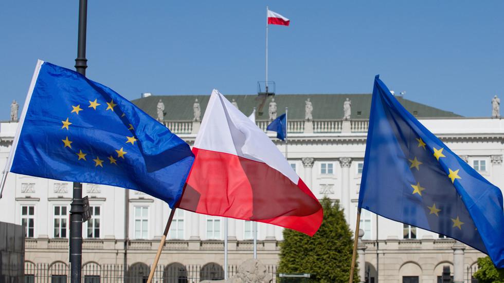 """РТ: Пољски министар сугерише да би земља могла да напусти ЕУ због """"уцене"""" око реформе правосуђа"""