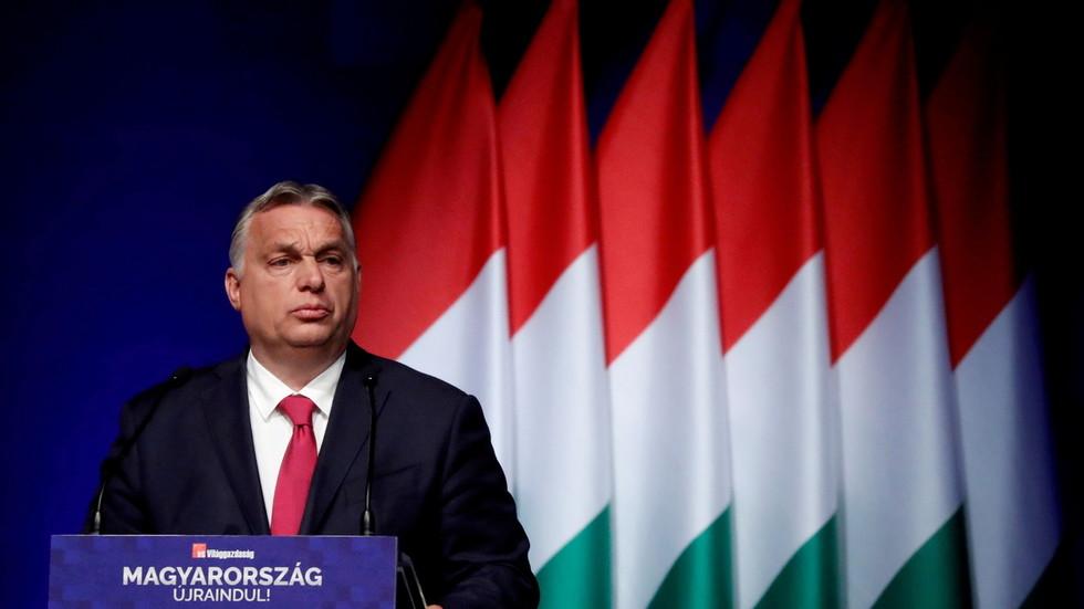"""РТ: Западни либерали су угрожени успехом Мађарске и не могу прихватити """"конзервативну националну алтернативу"""", каже Орбан"""