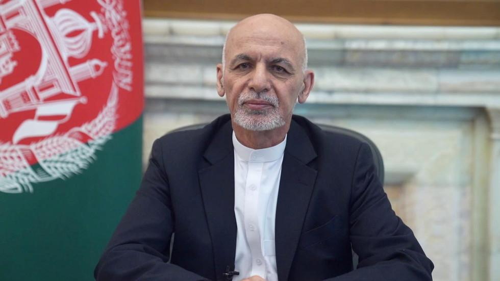 РТ: Председник Авганистана напустио земљу, док влада коју подржавају САД препушта власт Талибанима