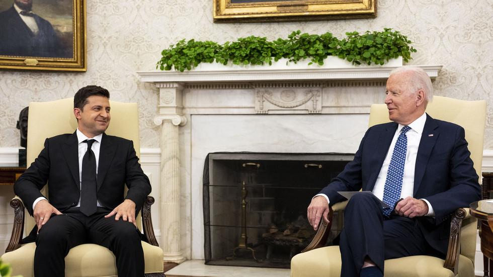 """РТ: Бајден обећао да ће увести санкције против руско-немачког гасовода """"Северни ток 2"""" ако се појаве проблеми за Украјину - Зеленски"""