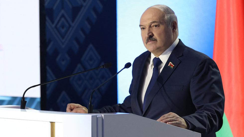 """РТ: """"Нема разговора док се не укину санкције"""": Лукашенко саопштио да Белорусија неће разговарати са Западом о избегличкој кризи"""