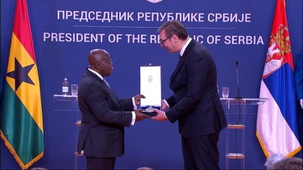 Vučić odlikovao predsednika Gane Ordenom Srbije na lenti