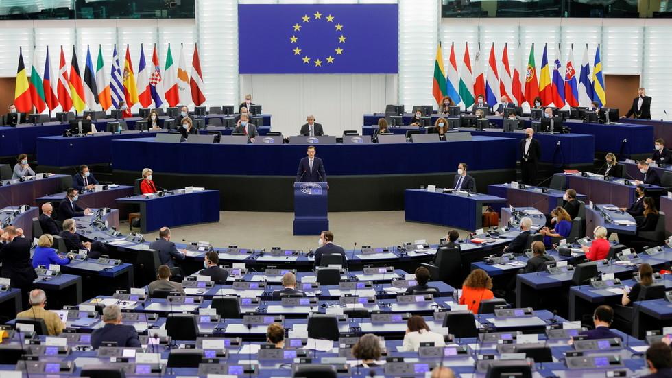 RT: Poljska će biti kažnjena zbog osporavanja primata prava EU, upozorava predsednmik EK, nakon što je Varšava navela da je Brisel lišen demokratije