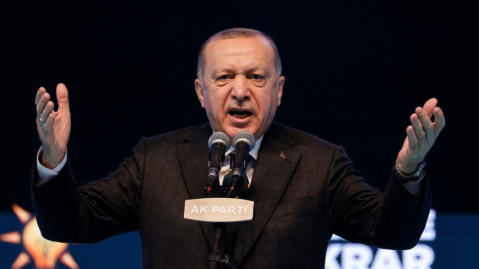 RT: Turska će proglasiti američkog i devet drugih ambasadora personoma non grata nakon poziva na oslobađanje zatvorenog opozicionara - Erdogan