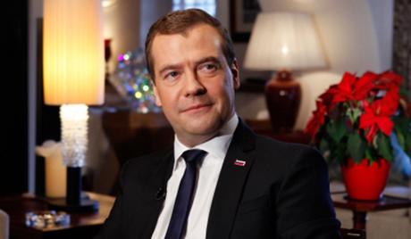 Медведев: Асад има све мање шансе да остане на власти