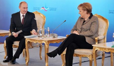 Меркел предложила Русији да појача притисак на Сирију