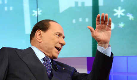 Хиљаде људи изашло да подржи Берлусконија