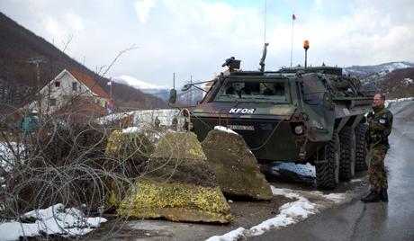 Западу одговара криза на Kосову