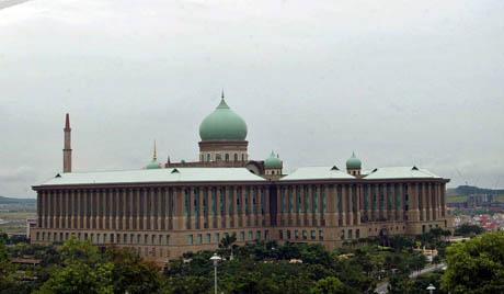 Премијер Малезије распустио парламент