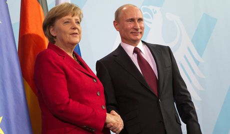 Меркелова хоће да разговара са Путином на тему непрофитних организација