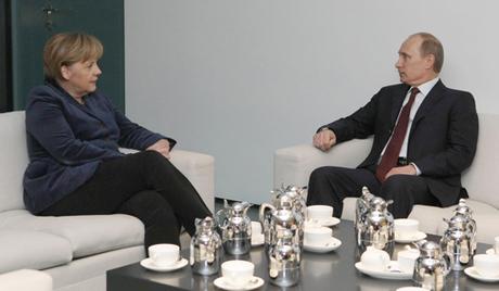 Путин спреман на разговор са Меркеловом