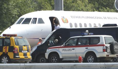 Аустријске власти претресле авион Моралеса