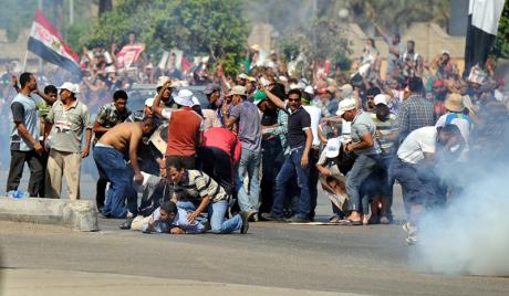 Лидер Муслиманске браће позвао Египћане да остану на трговима