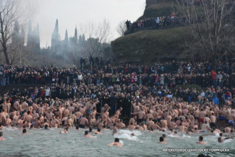 Митрополит Амфилохије: Властодршци, дођите да се крстите часним крстом и да будете са својим народом