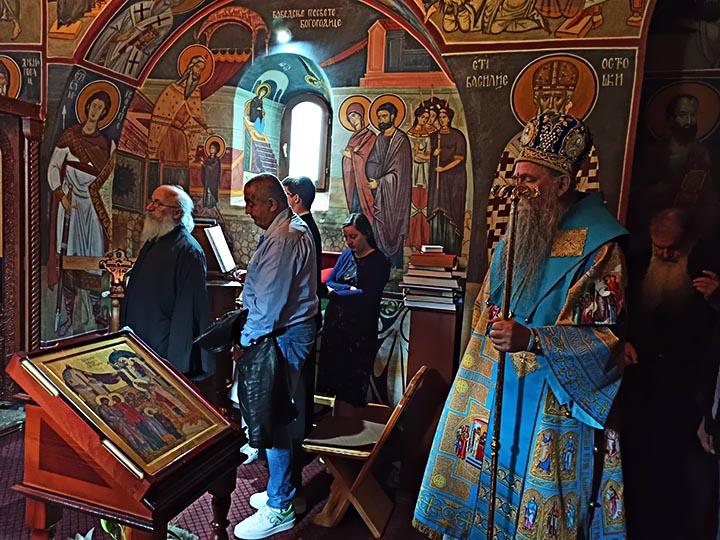 Литургијско сабрање у манастиру Блишкова, освештан конак и фрескопис монашке трпезарије