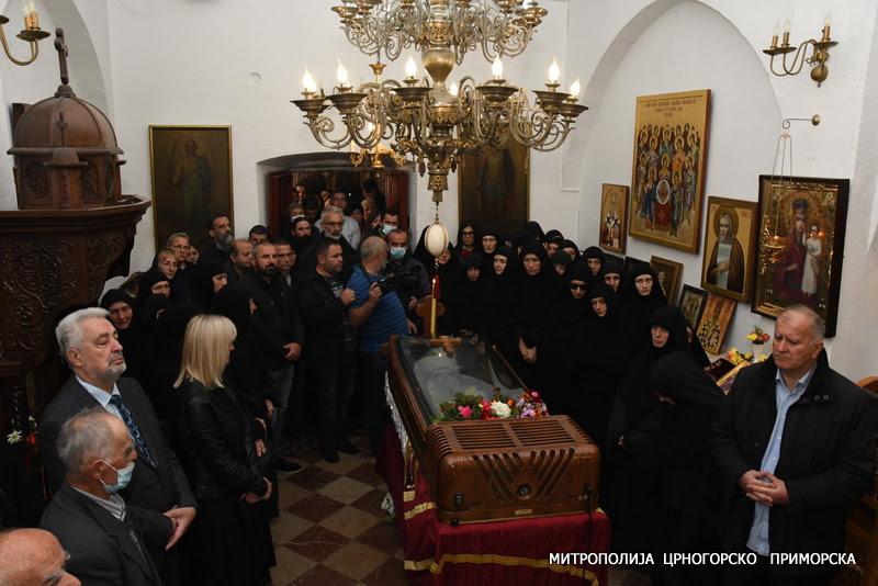 Заупокојена архијерејска литургија у Цетињском манастиру поводом упокојења Митрополита Амфилохија