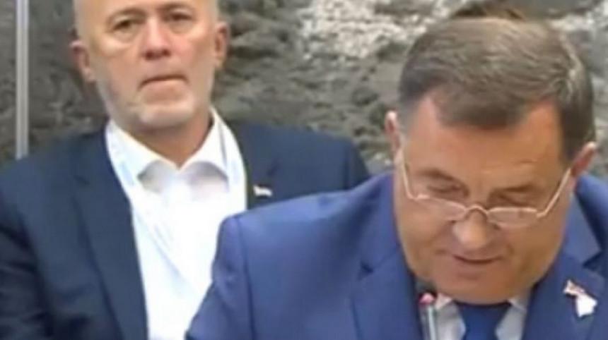 Додиков савјетник за медије Перо Симић демолирао Мићића и Радојичића