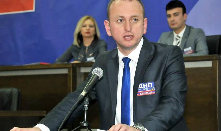 Knežević: Nova crnogorska Vlada od 3. decembra mora početi sa izvlačenjem krvavih noževa iz leđa Srbije